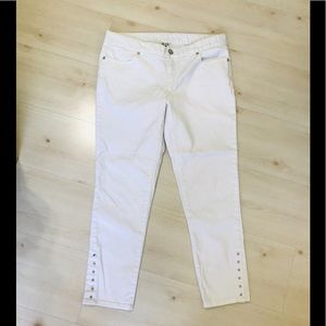 Cache ankle skinny jeans buttons on ankles. EUC